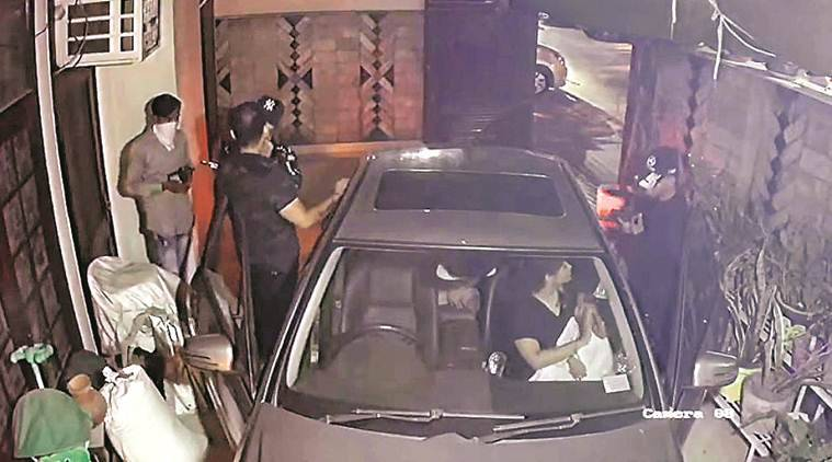 delhi robbery, model town robbery, delhi man robbed, robbed at gunpoint, gunpoint robbery, cctv footage, delhi, delhi news, delhi crime, indian express