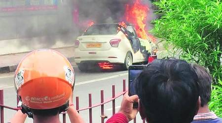 car fire, saket car fire, delhi fire, delhi car fire, delhi car fire, car gutted, indian express