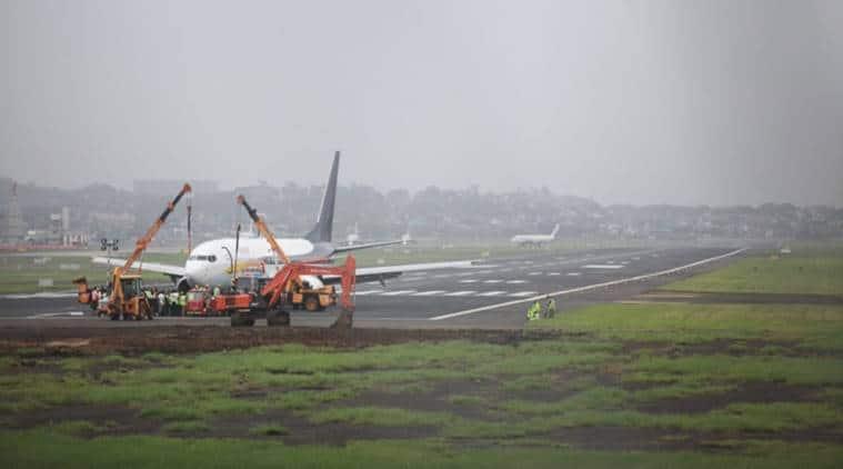 mumbai airport, mumbai airport flight operations, spicejet flight, jaipur mumbai spicejet flight, spicejet flight jaipur, mumbai airport main runway, mumbai news, india news, Indian Express