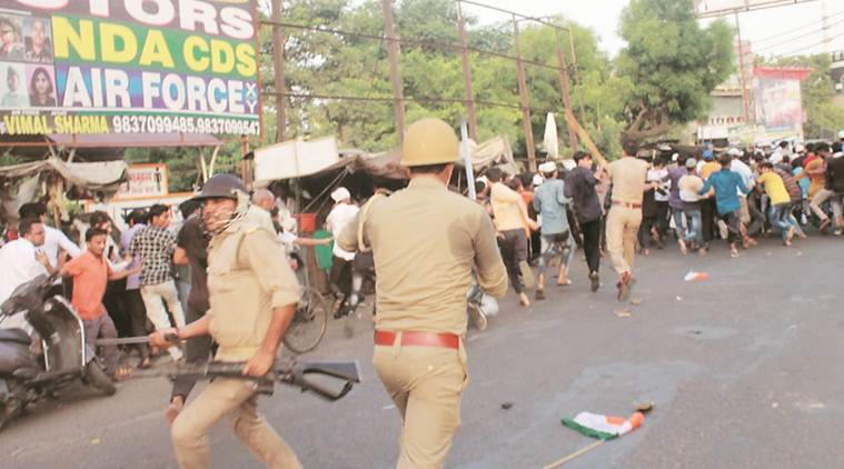 Lathicharge on people protesting Tabrez lynching, over 24 hurt; police says 850 booked, situation normal
