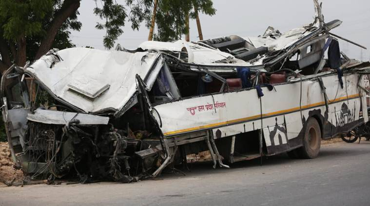 Delhi, Delhi news, Yamuna expresway accident, bus accident, delhi bus accident, yamuna expressway bus accident, expressway accident, up roadways, bus falls in canal