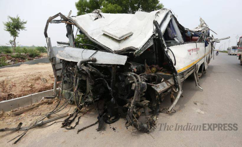 Yamuna Expressway accident, Yamuna Expressway, bus accident pics, Lucknow agra highway, Expressway accident pictures, Yogi Adityanath, Indian Express