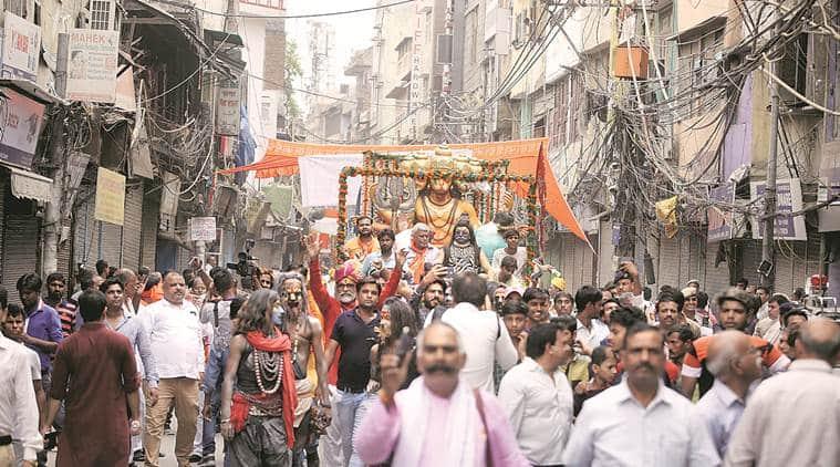 delhi temple vandalised, old delhi violence, Hauz Qazi, ballimaran, Vishva Hindu Parishad, old delhi vhp, old delhi bjp mps, india news, indian express