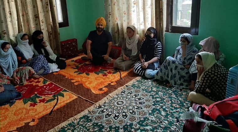 Image result for sikh men help 32 kashmiri girls