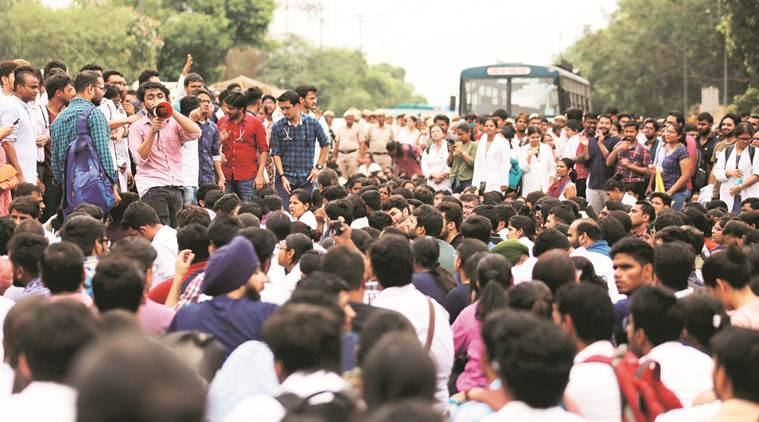 AIIMS doctors protest, NMC Bill, Safdarjung doctors protest, delhi doctors protest, delhi city news