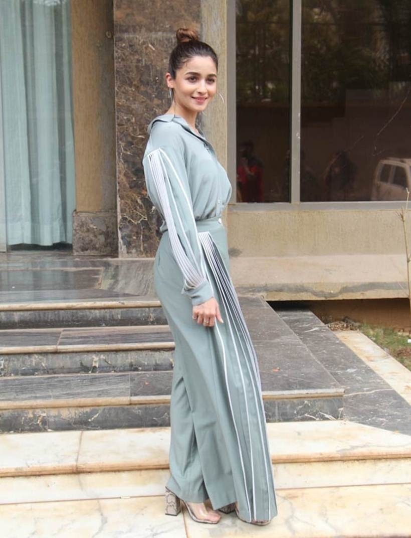 Sonam Kapoor, Kareena Kapoor, Priyanka chopra, fashion hits of the month, bollywood fashion monthly round up