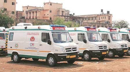 Delhi city news, Delhi liquor smuggling, delhi liquor smuggling in ambulance, Safdarjung Hospital
