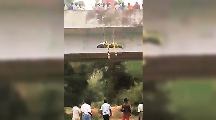 Dalit rights, dalit body, denied access to burial ground, near vaniyambadi in Vellore, denied way to dalits, airdrop dead from bridge of River, burial ground for dalits, Narayanapuram dalits, Tamil nadu news, indian express