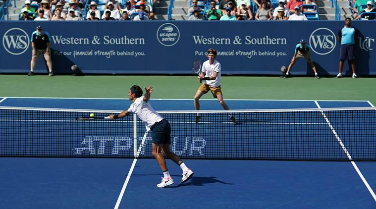 Federer, Djokovic advance as Serena pulls out in Cincinnati
