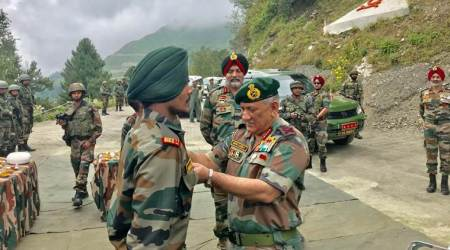 Bipin Rawat, Bipin Rawat in Kashmir, Army Chief in Kashmir, Army Chief Kashmir visit, Army Chief Bipin Rawat visits Kashmir, jammu and kashmir lockdown, jammu and kashmir news, jammu and kashmir bifurcation, article 370 scrapped, article 370, article 35 A, jammu and kashmir latest news, india pakistan tension, india news, indian express