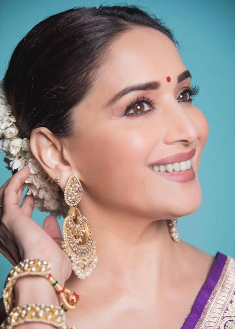 Madhuri Dixit, Bollywood sari looks, Bollywood fashion, madhuri dixit photos
