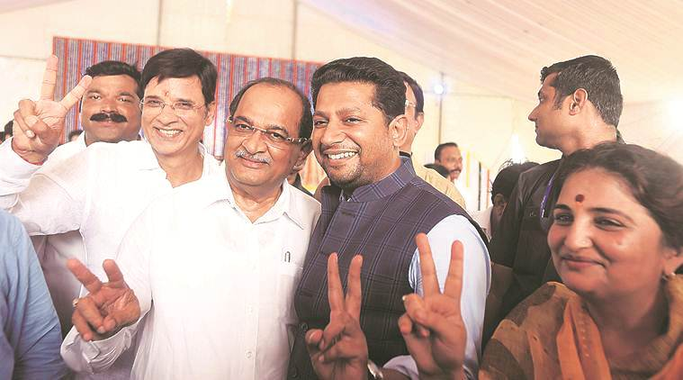 Ahead of polls, son 'sets' for Congress, NCP
