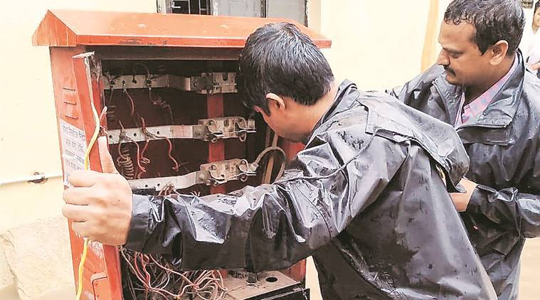 online complaints, power cuts, Electricity Distribution Company, MSEDCL, Indian express news