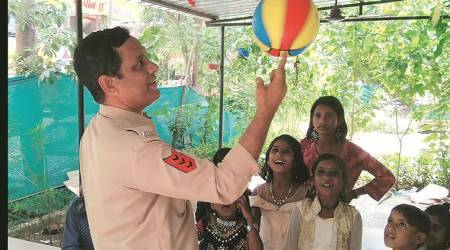 ahmedabad, ahmedabad police constable, nitin rathod, school, children, education on road, sarva shiksha abhiyaan, school run by police, ahmedabad news, gujarat news, indian express news