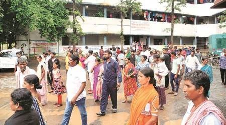 In Pune relief camps: doctors counsel the flood-affected; parties send supplies