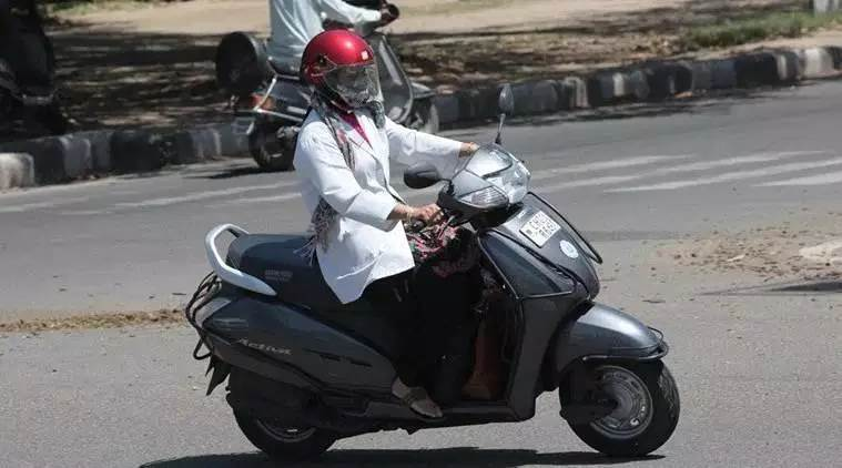 Two-wheeler EV makers find takers in e-tailers, QSR firms