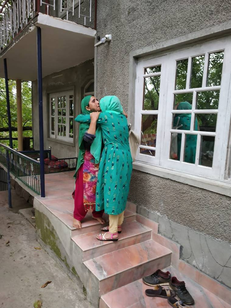 Sikh man helps kashmiri girls reach home, Article 370, Bifurcation, Jammu and Kashmir, pune