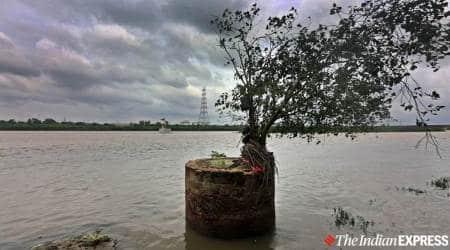 Delhi Yamuna river flood, Delhi flood Yamuna river, Yamuna river water level, indian express