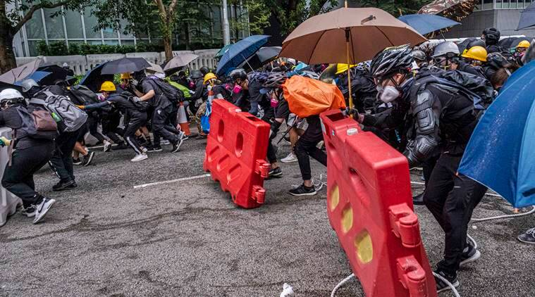 Hong Kong protesters squeeze access to airport