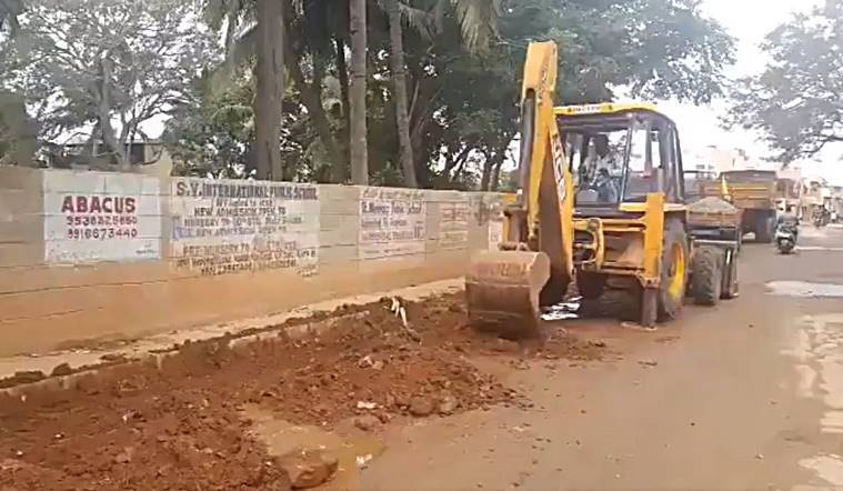 BBMP-potholes-artist-road-filled-Bangalore-astronaut
