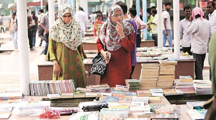 Darya Ganj book bazaar, Darya Ganj book market, Darya Ganj book market news, Sunday book market, Mahila Haat, delhi news