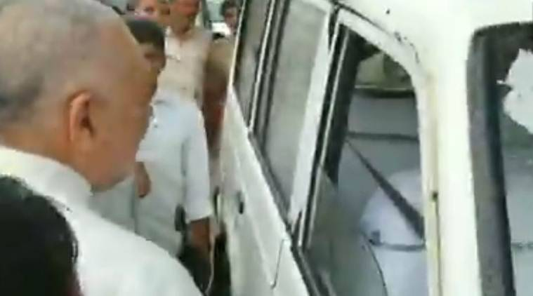 Watch: Giriraj rebukes official for not getting out of car while talking to him