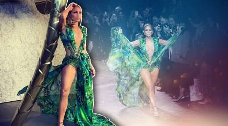 Jennifer Lopez, Jennifer Lopez green dress, JLo iconic green gown, Indian Express, Indian Express news