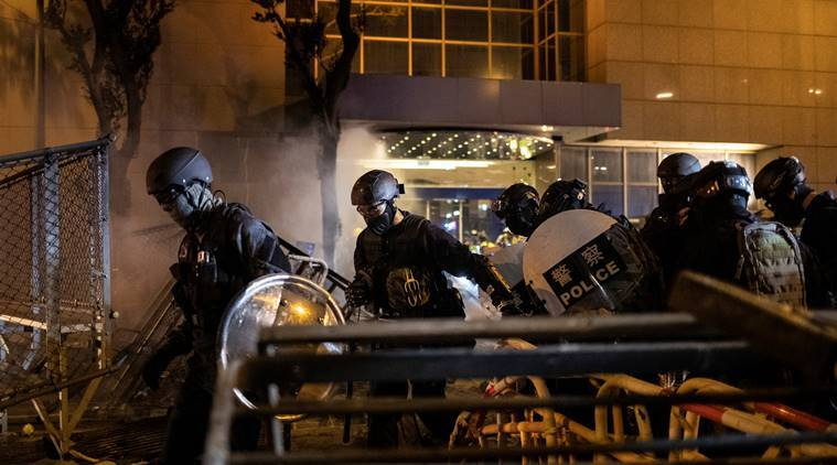 hong kong china protests, hong kong subway protest, hong kong police protesters clash, hong kong protest news, hong kong news