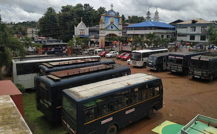 Kerala: Tense scenes at Piravom church as two Christian factions fight for ownership