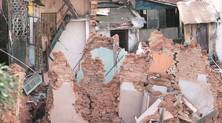 Houses damaged by metro tunneling work in Kolkata: Stranded, families retrieve valuables, IDs