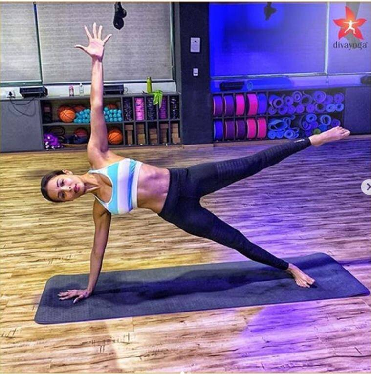 malaika arora, fitness videos malaika arora, side plank malaika arora, side plank benefits, indianexpress.com, indianexpress, how to do side planks, side plank in yoga, side plank in pilates, malaika arora arjun kapoor, malaika arora movies, malaika arora pics,