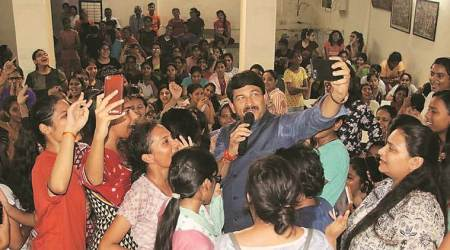 DUSU polls, DUSU elections, delhi bjp chief campaigns for du polls, manoj tiwari campaigns for du polls, Du polls, delhi news