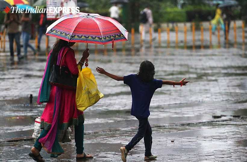 Mumbai rains pics, Mumbai rains, Mumbai traffic, Mumbai rainfall pics, Mumbai, Mumbai news, Indian Express