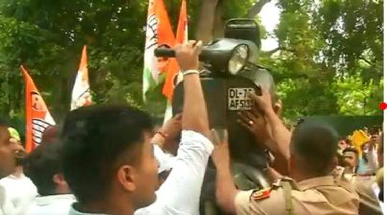 Motor Vehicle Act: Protests outside Gadkari's house; traffic fines aimed at saving lives, says minister