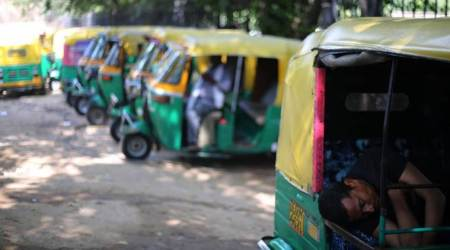 auto driver charges rs 4,300, auto driver held in pune auto fares, pune city news