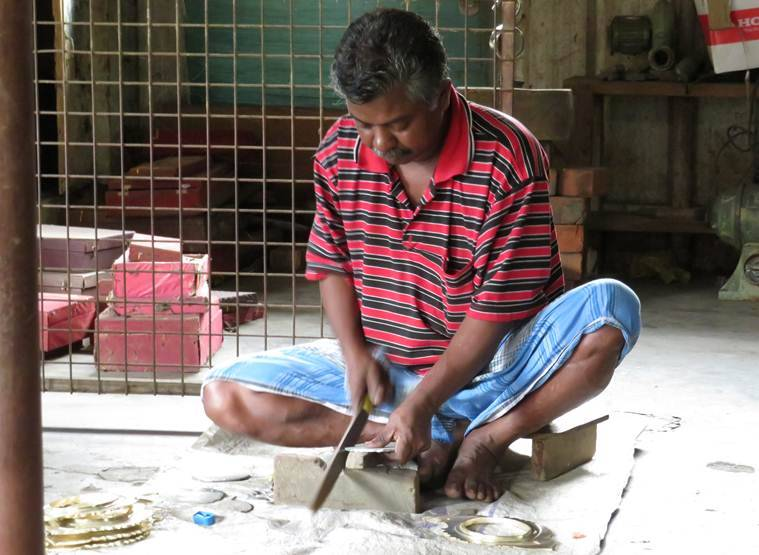 Sheen taken away by Kerala floods, even Onam is not helping Aranmula mirror industry