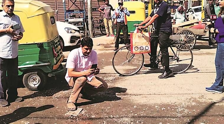 Delhi city news, AAP Delhi, Delhi potholes, delhi pwd, delhi potholes