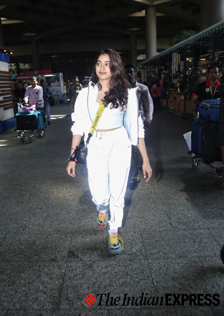 Janhvi Kapoor, airport look, airport looks, Indian Express, Indian Express news