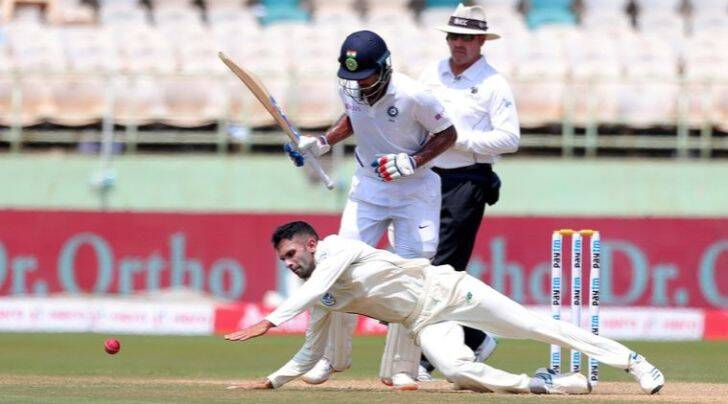 South Africa Keshav Maharaj, Keshav Maharaj bowling, Keshav Maharaj b wling against india, left arm spinner Keshav Maharaj, india vs south africa, india vs south africa test,