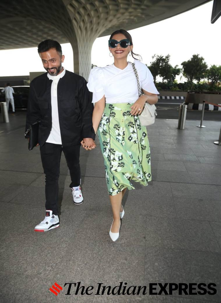 Sonam Kapoor, Anand Ahuja, airport look, airport looks, Indian Express, Indian Express news