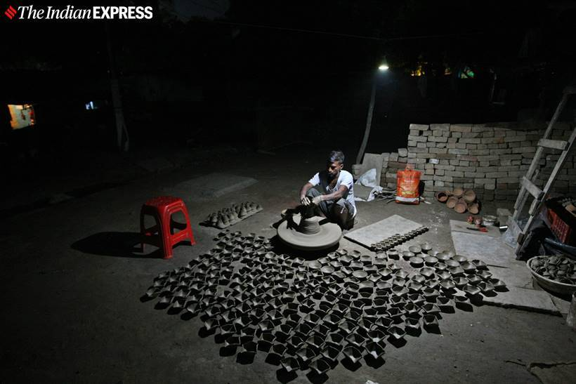 diwali 2019 photos, happy diwali 2019, potters diyas, potters diya sale, potterskidiwali, diya making photos, diwali news, indian express