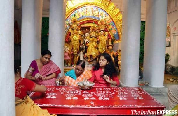 belu bari durga puja, durga puja celebrations, kolkata durga puja, kolkata news, indian express