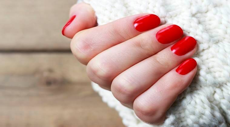 Some everyday habits that are spoiling your nails
