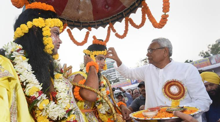 At Dussehra celebrations in Patna, no BJP leader shares the dais with Nitish Kumar