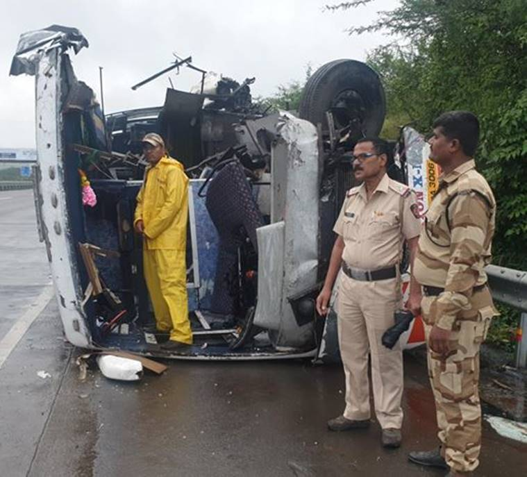 accident on Pune Mumbai Expressway, 3 dead in Pune Mumbai Expressway accident, Pune news, indian express latest news