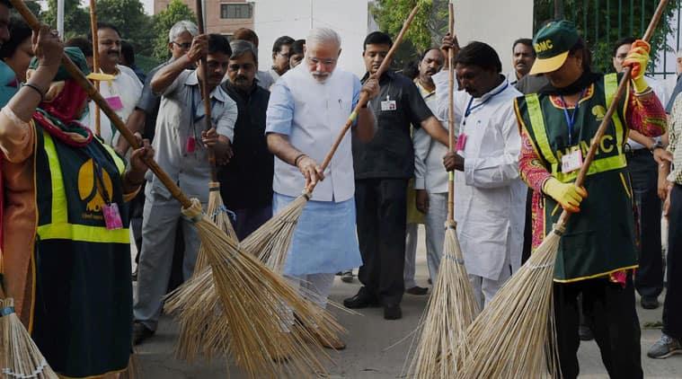 gandhi jayanti, gandhi 150 birth anniversary, swachh bharat mission, valmiki basti swachh bharat, pm modi swachh bharat, ndmc safai karamchari, valmiki temple, india news, indian express