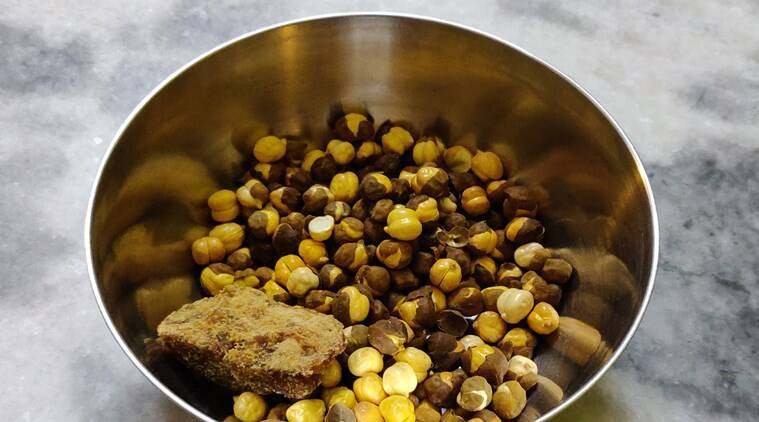 gur chana, jaggery chickpeas, gud chana, benefits, immunity levels, anti-pollution foods, roasted chickpeas and jaggery mixture, indianexpress.com, indianexpress,