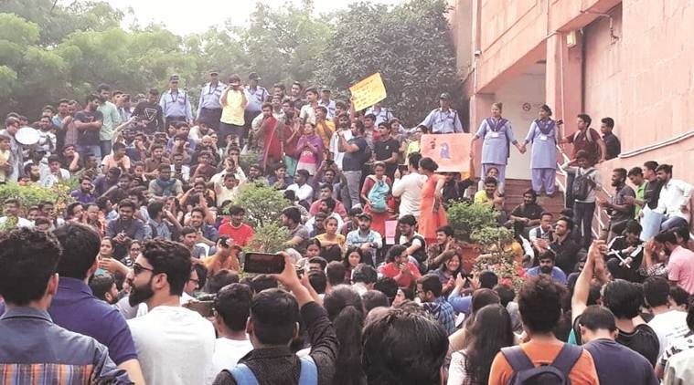 JNU students protesting against fee hike break barricades, march towards Parliament