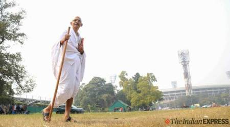 mahatma gandhi lookalike at cricket match, pink ball test match gandhi, man dressed as gandhi in kolkata, indian express news