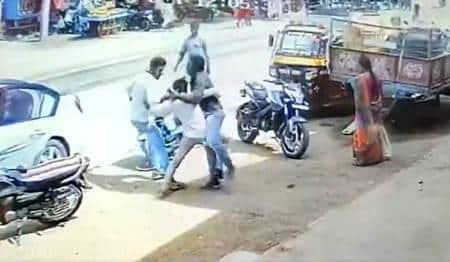Man-abducted-Raichur-Lingasugur-CCTV